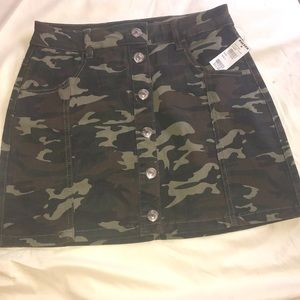 Almost famous camo skirt